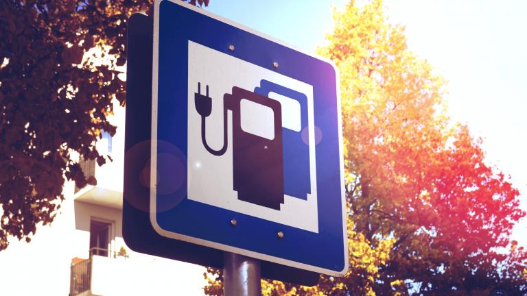 Czas wyznaczyć datę końcową sprzedaży nowych samochodów osobowych z silnikami spalinowymi EN
