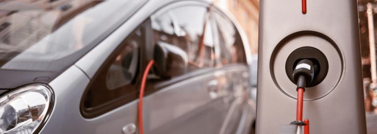 Jeden krok naprzód i dwa kroki wstecz – projekt nowelizacji ustawy o elektromobilności